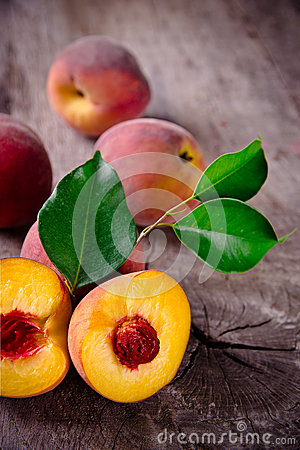 Free Fresh Peaches Royalty Free Stock Images - 26147929