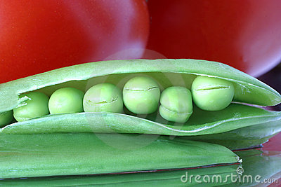 Fresh raw peas & tomatoes1015 Healthy eating