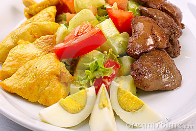 Fresh salad with vegetables, chiken and liver