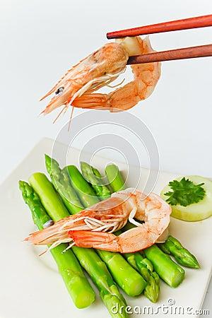 Fresh shrimp cooks asparagus