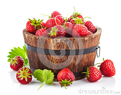 Fresh strawberry in wooden bucket with green leaf