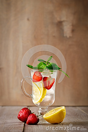 Free Fresh Summer Healthy Drink With Lemon And Strawberries With Ice. Royalty Free Stock Images - 93390839
