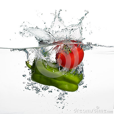 Free Fresh Tomato And Pepper Splash In Water Isolated On White Backgr Royalty Free Stock Photo - 37499465