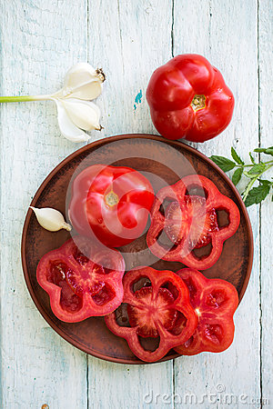 Free Fresh Tomato On A Plate Royalty Free Stock Photo - 92970695