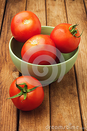 Free Fresh Tomatoes In Bowl Royalty Free Stock Images - 27276399