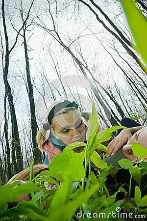 Freundinnen im Wald