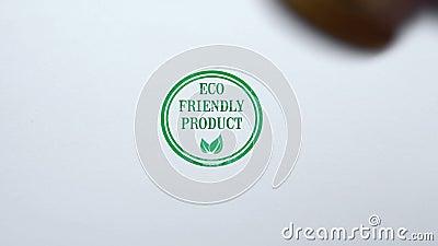 Freundliche Produktdichtung Eco gestempelt auf Hintergrund des leeren Papiers, Bioprodukte stock video