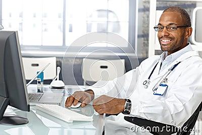 Freundlicher Arzt für Allgemeinmedizin