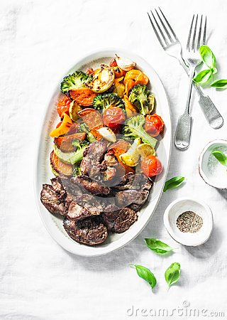 Free Fried Chicken Liver And Baked Seasonal Vegetables - Delicious Healthy Lunch On Light Background Stock Photo - 115307770