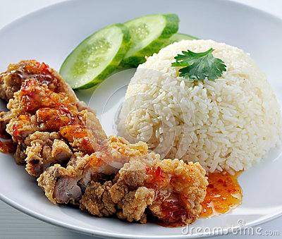 Fried chicken with white rice and sweet sour sauce