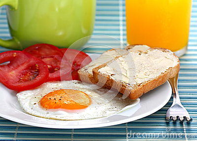 Fried egg with tomatoes