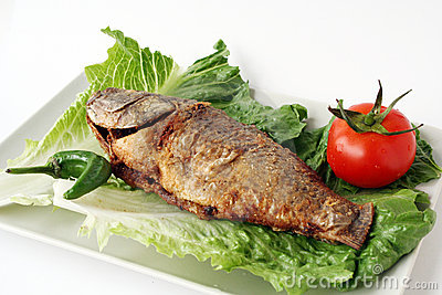 Fried fish with lettuce