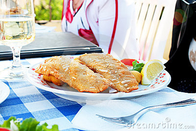 Fried fish with wine