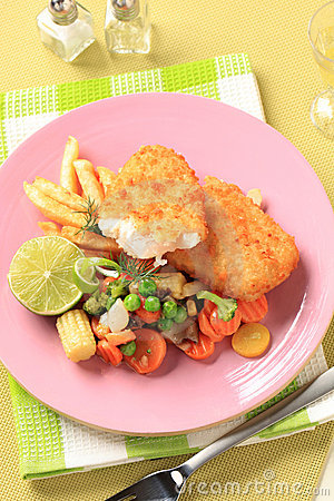 Free Fried Fish With French Fries And Mixed Vegetables Stock Photography - 22951942