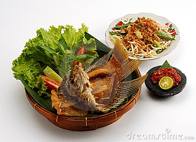 Fried gourami meal