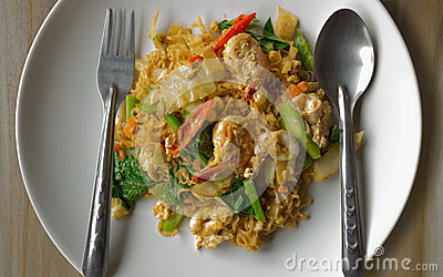 Fried instant noodles with seafood