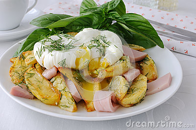 Fried potatoes with dill and ham with egg