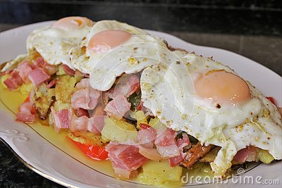 Fried potatoes with egg and bacon