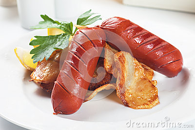Fried sausage with potato chips