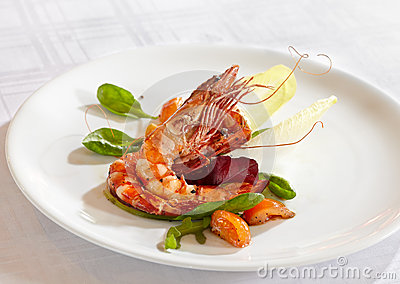 Fried scampi with mixed salad leaves.