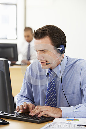 Free Friendly Service Agent Talking To Customer In Call Centre Stock Images - 54964054