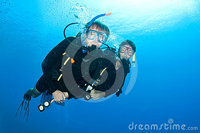 Friends scuba dive togeather