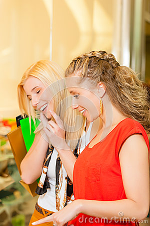 Free Friends Shoe Shopping In A Mall Royalty Free Stock Images - 29150799