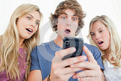 Friends are surprised at the message on the phone
