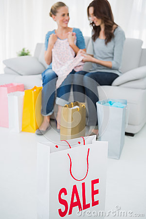 Free Friends With Purchase And Shopping Bag On Foreground Royalty Free Stock Photos - 33051818