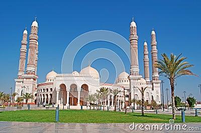 Que suis -je et où? - ajonc - 23 septembre 2016 trouvé par Jovany Frises-et-dcorations-de-saleh-mosque-dans-sana-nouveau-btiment-lieu-de-culte-prire-d-me-minaret-le-croissant-ymen-63850421