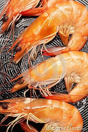 Fritando camarões