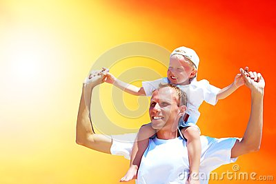 Froher Vater und Sohn