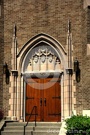 Free Front Door Of Gothic Church In Bellingham, Washington Stock Images - 106827904