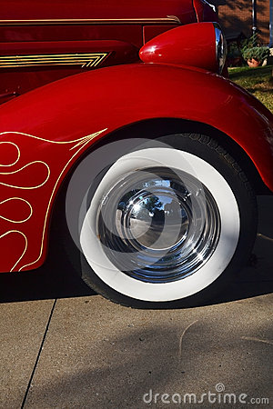 The front tires of a old timer car.