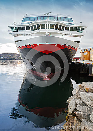 Free Front View Of Moored Big Modern Cruise Ship Stock Images - 35371984