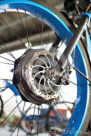 Free Front Wheel Electric Bike With Engine And Brake Disk Stock Photo - 86632020