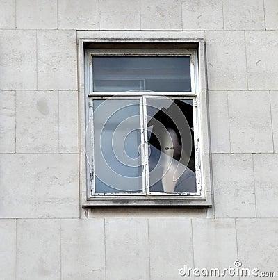 Fronte del fantasma nella finestra