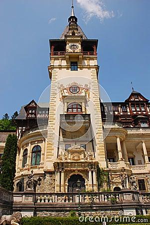 Frontowa fasada Peles kasztel