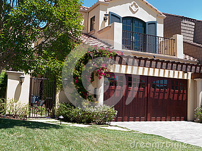 Frontyard luksus domowy wielki