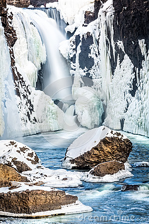 Free Frozen Falls Royalty Free Stock Images - 37399019