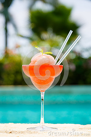 Free Frozen Strawberry Margarita Cocktail At The Edge Of A Resort Poo Royalty Free Stock Photo - 92849285