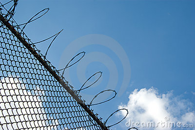 Förse med en hulling stakettråd