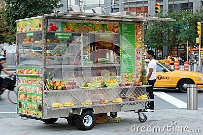 Fruit juice cart at columbus circle new york city - Carro de frutas ...