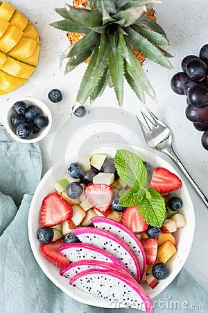 Free Fruit Salad With Tropical Fruits In A Bowl Royalty Free Stock Photos - 118757908