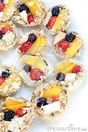 Fruit tarlet cake