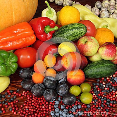 Free Fruits And Vegetables Royalty Free Stock Image - 43722376