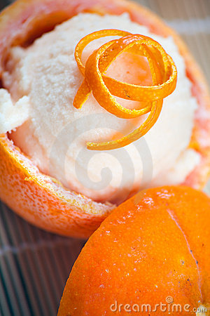 Frukter urholkade den orange sorbeten