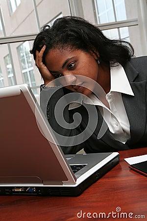 Frustrerad affärskvinna
