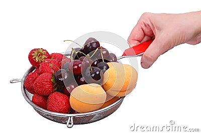 Fruta en un colador