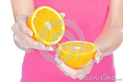 Fruta na mão da mulher